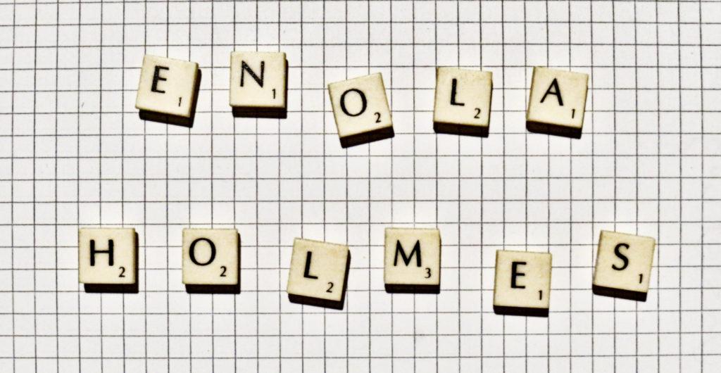 """""""Enola Holmes"""" gelegt mit Scrabble-Buchstaben"""
