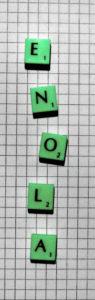 """""""Enola"""" gelegt mit Scrabble-Buchstaben"""