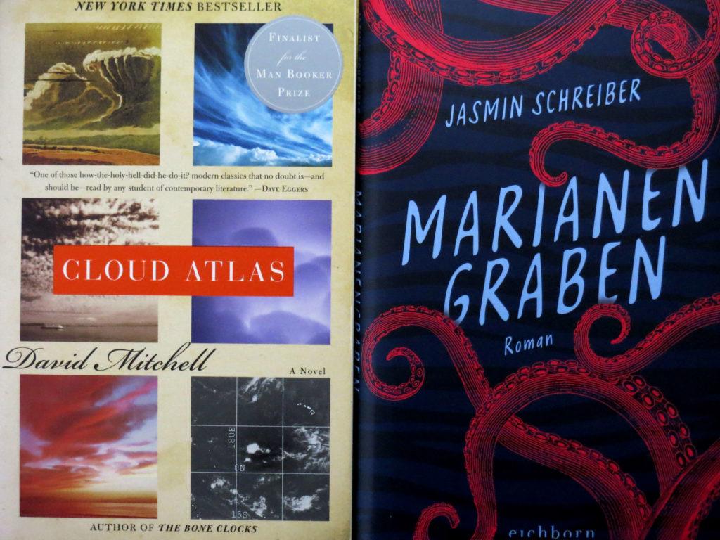 """Buchcover: """"Cloud Atlas"""" von David Mitchell & """"Marianengraben"""" von Jasmin Schreiber"""