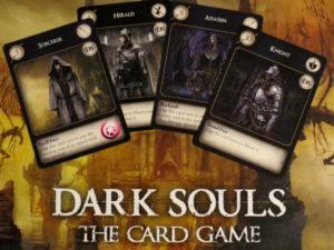 Dark Souls: The Card Game. DIe Vier verschiedenen Karten Sorcerer, Herald, Assassin und Knight.